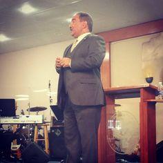 """""""Una iglesia que no ora, es un iglesia que permite que la carne le caiga encima"""" - Pastor Mizraim Esquilín #VidaAMEC"""