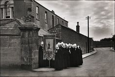 sealmaiden:    Henri Cartier-Bresson  Tralee, Ireland, 1951  From Henri Cartier-Bresson Photographer  (vialiquidnight)