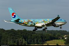 Future Artist Olympiad Livery - special coloured Korean Air Airbus 1133 landing at Zurich-Kloten Airport. Photo by Thomas Naas. Future Artist, Flight Patterns, Korean Air, Aircraft Painting, Paint Schemes, Photo Online, Aviation, The Incredibles, Zurich
