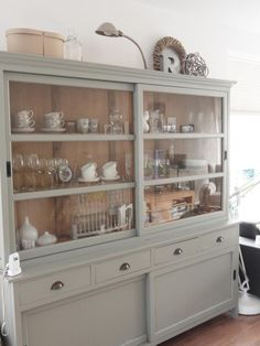 I adore this dresser - the sliding glass doors will keep the contents dust-free Upcycled Furniture, Painted Furniture, Furniture Design, Vaisseliers Vintage, New Kitchen, Kitchen Dining, Dining Room Hutch, Muebles Living, China Cabinet