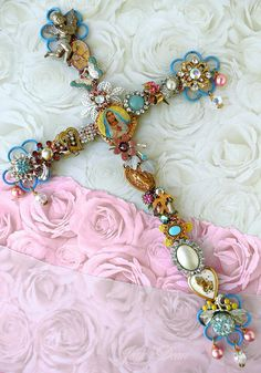 Vintage Jewelry Crafts A mix of vintage bits and saint medals.I love unusual things like this.some of the pieces in it remind me of some of the costume jewelry I have from my great-grandmother. Jewelry Tree, Diy Jewelry, Jewelery, Jewelry Making, Fashion Jewelry, Silver Jewellery, Jewelry Frames, Quartz Jewelry, Beading Jewelry