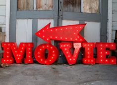 Super-adorable DIY idea...make this vintage-inspired marquee sign!