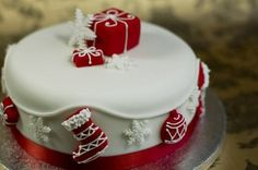 Interior Design Ideas For Christmas Cake Decorations Awesome Christmas Cake Decorating Ideas 761 Christmas Cake Designs, Christmas Cake Decorations, Christmas Cupcakes, Christmas Sweets, Holiday Cakes, Christmas Cooking, Christmas Goodies, White Christmas, Xmas Cakes