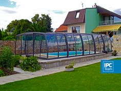 Extra space with this pool enclosure - the shape of the walls leaves more space for your comfort.