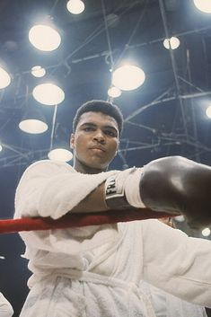 Muhammad Ali Before Sonny Liston Fight in Miami Beach 1964 Framed Picture - Muhammad Ali Framed Pictures and Action Photos for sale Muhammad Ali Boxing, Muhammad Ali Quotes, Kick Boxing, Muhammad Ali Wallpaper, Boxe Fight, Boxe Mma, Boxing Images, Boxing History, Photos Hd
