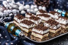 Prajitura Kinder Bueno - Bucătăria Urecheatei Delicious Desserts, Dessert Recipes, Nutella, Tiramisu, Caramel, Deserts, Easy Meals, Food And Drink, Cooking