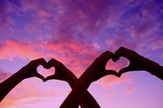 O amor é eterno e maravilhoso em sua essência, capaz de realizar as mais importantes transformações em um ser humano.  Alguns vivem o amor em sua plenitude pelo simples fato de dispor dele em abundância. Aprenderam a amar, a se entregar ao ser amado e a estabelecer relacionamentos criativos. Outros sofrem com seu relacionamento amoroso. Depois de algumas decepções, tendem a se isolar e a adotar uma postura cética em relação ao amor. Preferem ficar em casa no sábado à noite, assistindo a um…
