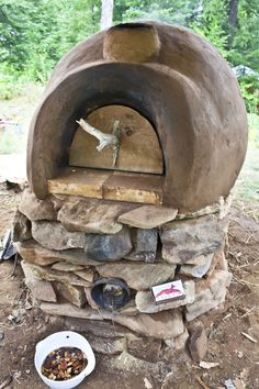 Build your own earthen oven -- with ROCKET STOVE heating. Brilliant! #homestead