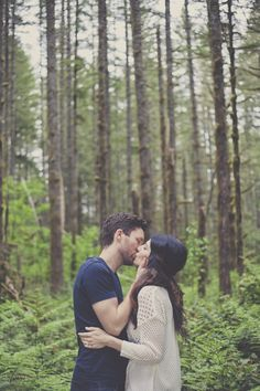 Romantic Woodland Engagement Shoot | Terra Rothman Photography | Bridal Musings Wedding Blog