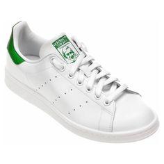 O Tênis Adidas Stan Smith Branco e Verde dá um passo adiante com o cabedal confeccionado em Couro sustentável. Modelo vintage, é inspirado nos calçados usados pelos jogadores de tênis na década de 70. | Netshoes