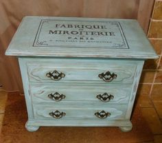 Chest of drawers - Provence mixed with Pure white, and waxed. Added a french transfer.