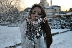 Blowing snow of your hands