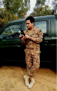 Pakistan army Pakistan Defence, Pakistan Armed Forces, Pakistan Zindabad, Pak Army Soldiers, Army Pics, Best Army, Army Love, Real Hero, Men In Uniform