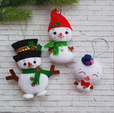 Beaded Christmas Ornaments, Outdoor Christmas Decorations, Felt Ornaments, Felt Snowman, Christmas Snowman, Christmas Crafts, Snowman Tree, Snowmen, Christmas Picture Frames