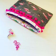 "Alex from Vienna auf Instagram: ""#crochet #crocheting #crochetlove #crochetaddict #crochetastherapy #craftastherapy #crochetgirlgang #instacrochet #ilovecrochet…"" Handmade Clutch, Crochet Clutch, Girl Gang, Vienna, Etsy Store, Crocheting, Coin Purse, Pouch, Tapestry"