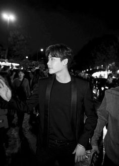 [NEWS] Lee Jong Suk impressed with his chic style at Paris Fashion Week!