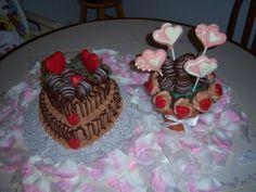 #valentinesdaycake #lollipop #makernation #chocolatecoveredstrawberry #pillsbury #minicupcakes #cakes #cakecentral #wilton