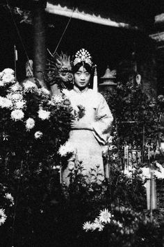 Empress Wan Rong photographed in the Forbidden City, Beijing.      1900.