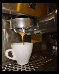 Crema sabor pasión y el mejor café en: #AromaDiCaffé  Feliz Noche de viernes  #MomentosAroma #SaboresAroma #Caracas #Capuccino #Espresso #Café #Latte #LatteArt #BuscandoElCafé #QuieroUnCafé #Tentaciones #Amistad #Coffee #CoffeeHeart #CoffeePic #CoffeeLovers #CoffeeMoments #CoffeeTime #CoffeeBreak #CoffeeAddicts  #InstaCoffee #InstaMoments  Visítanos en el C.C. Metrocenter pasaje colonial.