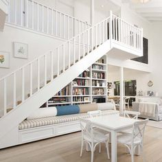 Making good use of sll the room. Storage Under Staircase, Ideas Magazine, Breakfast Nooks, Window Seats, Stairs, House Design, Windows, Living Room, Country