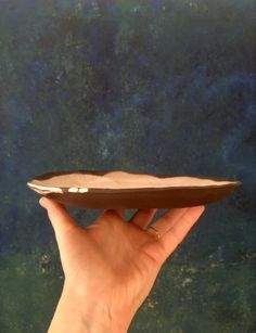 #cihlinka #blackclay #slabplate #slabpottery #handmadehomedecor #minimalisticpottery Black Clay, Slab Pottery, Handmade Home Decor, Minimalist, Plates, Ceramics, Painting, Art, Licence Plates