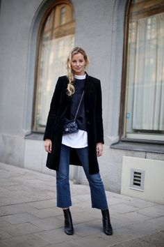 Frauen Outfits 20 cool winter outfits with quick denims Ankle Boots With Jeans, How To Wear Ankle Boots, Ankle Socks, Ankle Boots Style, Ankle Boots Outfit Winter, Ankle Booties, Cropped Jeans Outfit, Outfit Jeans, Crop Jeans