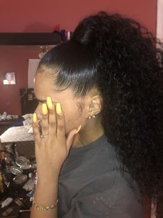 Hairstyles pony tails These quick easy hairstyles really are amazing. These quick easy hairstyles really are amazing. Curly Ponytail Weave, Slick Ponytail, Weave Ponytail Hairstyles, Ponytail Styles, Baddie Hairstyles, My Hairstyle, Cute Hairstyles, Curly Hair Styles, Natural Hair Styles