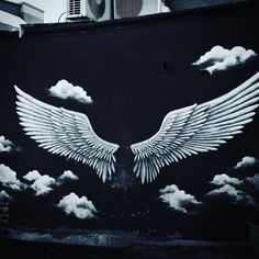fly #korea #seoul # #sun #sky #view #art #streetart #streetphotography #wing #fly #angel #towen #photo #black #white #myfavorite  #韓国生活 #韓国 #ソウル #梨花 #梨花洞 #梨花洞壁画 #アート by seagirlkai