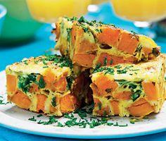 Spansk omelett, tortilla, med sötpotatis i stället för potatis. God både varm och kall till lunch, brunch eller i små bitar på buffén.