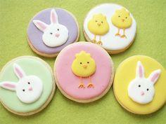 Tutoriales DIY: Cómo hacer galletas de Pascua de colores vía DaWanda.com