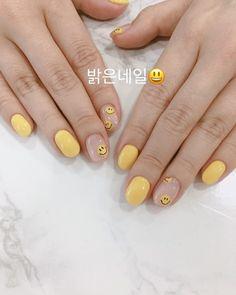 Semi-permanent varnish, false nails, patches: which manicure to choose? - My Nails Minimalist Nails, Dope Nails, Aycrlic Nails, Nail Swag, Nails Ideias, Korean Nails, Nagellack Design, Kawaii Nails, Cute Acrylic Nails