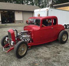 Dominator #fuel32 @wicked.customs  See more on Fuel32.com Now Featured - Crafty B Roadster Click link in bio  #32ford #highboy #deuce #coupe #hamb #ford #1932 #vintagecar #hopuplive #streetrod #hotrod #sema #trog #customcar #5window #3window #roadster #modela #gnrs2017 #traditionalhotrod