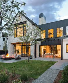 Do You Want Modern Farmhouse Style In Your Exterior? If you need inspiration for the best modern farmhouse exterior design ideas. Our team recommends some amazing designs that might be inspire you. We hope our articles can help you. enjoy it. Modern Farmhouse Design, Modern Farmhouse Exterior, Farmhouse Homes, Modern House Design, Home Design, Rustic Farmhouse, Design Ideas, Rustic Exterior, Craftsman Farmhouse