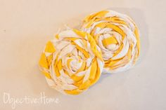 Who doesn't love a little fabric rosette? They have endless uses in home decor and fashion and are thankfully VERY easy to make. After pos. Fabric Rosette, Fabric Bows, Drapery Fabric, Easy Sewing Projects, Diy Craft Projects, Sewing Hacks, Craft Ideas, Diy Ideas, Sewing Tutorials
