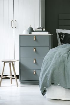 Cute for Malm dresser Ikea Inspiration, Diy Interior, Interior Styling, Diy Leather Pulls, Dresser As Nightstand, Malm Dresser, Bedroom Styles, Minimalist Bedroom, Home Staging