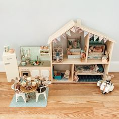 Incredibly Tricked Out IKEA Flisat Dollhouses Ikea Kids Bedroom, Bedroom Girls, Bedroom Ideas, Ikea Dollhouse, Toddler Dollhouse, Wooden Dollhouse, Ikea Hack Kids, Doll House Plans, Toy House
