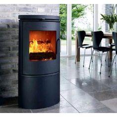 De #Morso 6143 is ontworpen met een elegante, tijdloos en eigentijds karakter en indrukwekkende prestaties. De Morso 6143 bestaat uit gietijzer en een strak, puur ontwerp. Daarnaast siert de Morso 6143 discreet in uw woonkamer met de stijlvolle en kenmerkende ovalen vorm. #Houthaard #Fireplace #Fireplaces