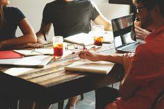 Hier finden Sie 7 wichtige Fragen, die Sie auf der Suche nach einer neuen E-Commerce Agentur stellen sollten. #eCommerce #agency