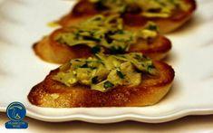 بروسکتا با سس قارچ Mushroom Recipes, Mushroom Food, Appetizers For Party, Appetizer Recipes, Menu Items, Food For Thought, Crostini Recipe, Garlic