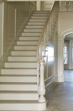 Neutral elegant staircase