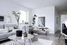 Get the Best Modern Living Room Furniture Small Living Room Layout, Tiny Living Rooms, Living Room Modern, Home And Living, Living Room Designs, Living Room Furniture, Living Room Decor, Room Interior, Interior Design