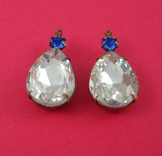 2pcs - Vintage Clear  Faceted Pear Shaped Stone and Round Sapphire Rhinestone Antiqued Brass Prong Settings.