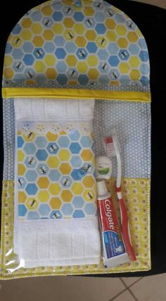 Inspirao kit de higiene bucal diy and crafts t sewing. Fabric Crafts, Sewing Crafts, Sewing Projects, Slime Craft, Sewing Kit, Organizer, Craft Videos, Craft Tutorials, Diy And Crafts