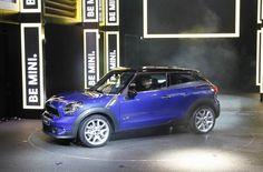 Mini Paceman at the 2012 Paris Motor Show. Mini Paceman, Fuel Efficient Cars, Book Value, Used Cars, Cars For Sale, Picture Video, Paris, Vehicles, Montmartre Paris