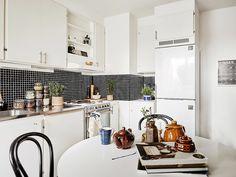 Scandinavisch appartement met gave styling ideeën - Roomed | roomed.nl