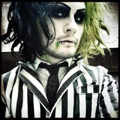 Devin Sola (Ghost) of MIW dressed up as Beetlejuice. Beetlejuice Halloween Costume, Halloween Juice, Halloween 2019, Halloween Cosplay, Halloween Costumes For Kids, Halloween Makeup, Cosplay Costumes, Halloween Party, Halloween Ideas