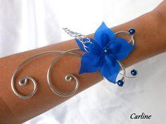 Cloé - Bracelet aluminium fleurs soie bleu roi argenté : Collier par carline
