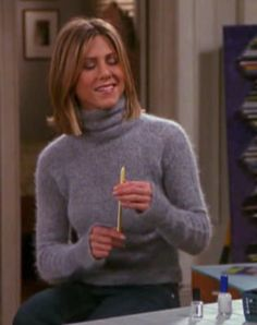 Rachel from Friends Friends Rachel Outfits, Rachel Green Friends, Rachel Green Outfits, Friend Outfits, Friends Tv, Fashion Tv, Fashion Outfits, Angora Sweater, Friends Fashion
