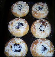 Moravské koláče - recept | Varecha.sk European Dishes, Sweet Life, Doughnut, Muffin, Breakfast, Cakes, Basket, Morning Coffee, Dolce Vita