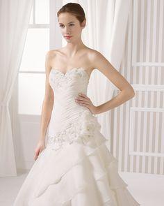 8S181 LOVAIN   Wedding Dresses   2015 Collection   Luna Novias (close up)